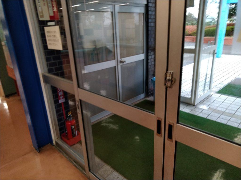 手動のドア写真