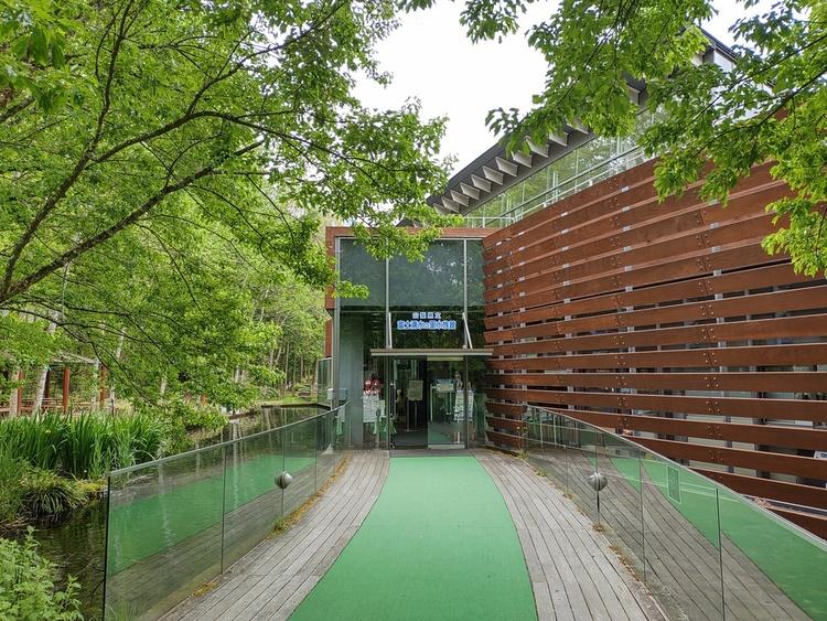 山梨県立富士湧水の里水族館 森の中の水族館