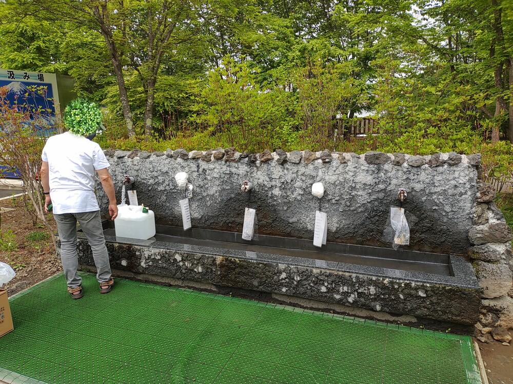 富士山の水汲み場